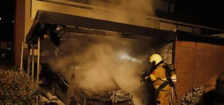 Autobrand in Cuijk zorgt voor gevaarlijke situatie bewoner: 'Het is een rotzooi'