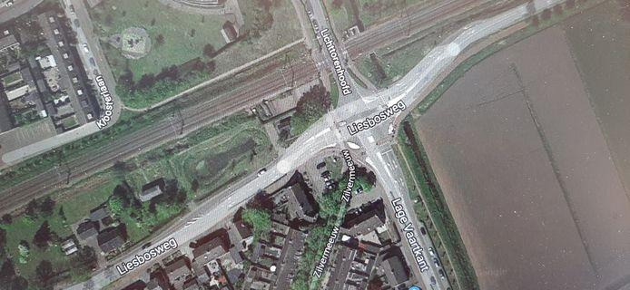 Kruispunt Lichttorenhoofd, Lage Vaartkant en Liesbosweg in Etten-Leur. Voor fietsers een gevaarlijke situatie.