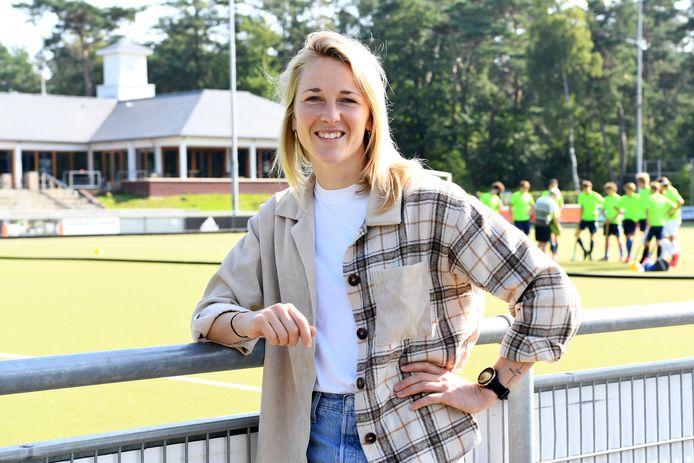 Hockeyster en international Ireen van den Assem liep door een blessure de OS mis. Ze stapt van HC Den Bosch over naar HC Tilburg.