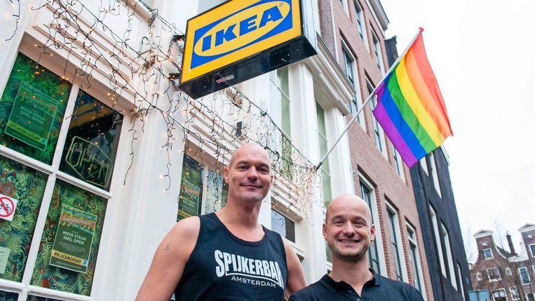 Links op de foto: Steven Koudijs (41): 'Wij vissen dus achter het net.' Beeld rv
