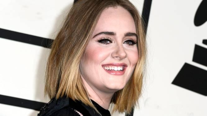 """Adele reageert voor het eerst op commotie rond Afrikaanse haardracht: """"Karma had me flink te pakken"""""""