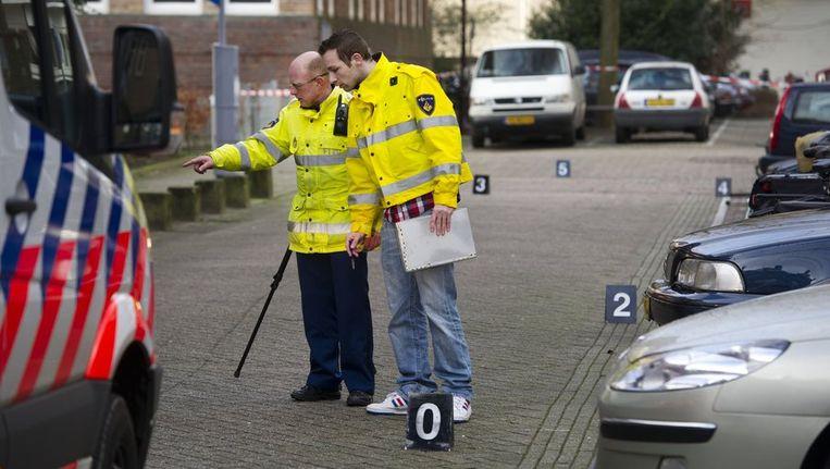 Politieonderzoek in de Schaepmanstraat in de Amsterdamse Staatsliedenbuurt, de dag nadat op verschillende plekken in de buurt geschoten werd. Beeld anp
