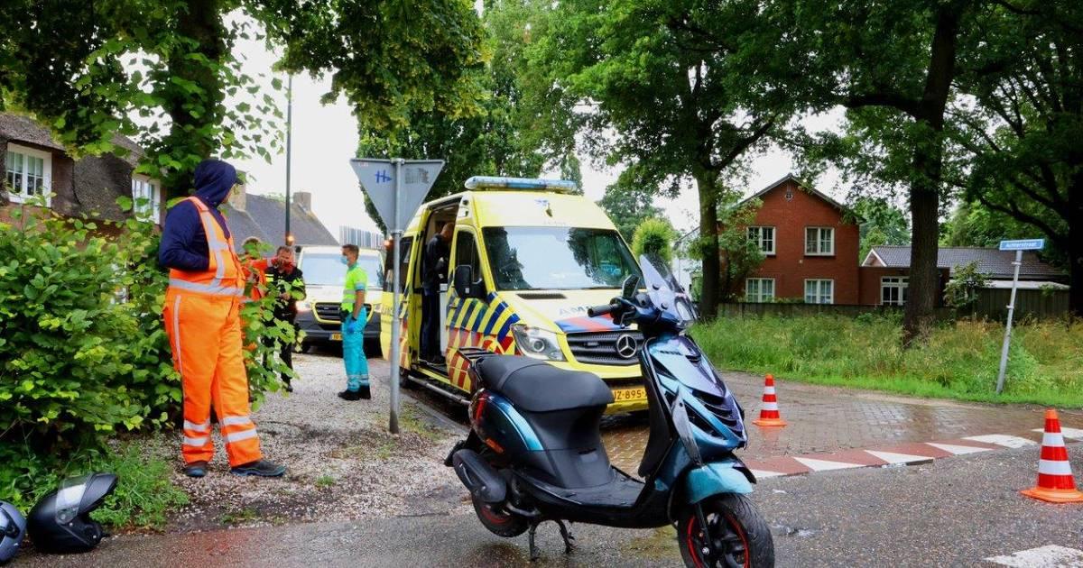 Jongen op scooter raakt gewond bij botsing met auto in Helvoirt.