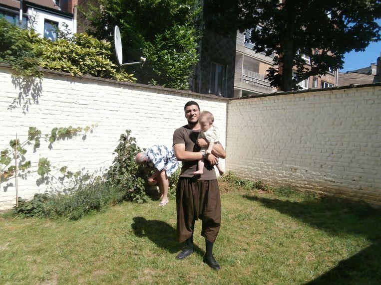 Anouar Haddouchi op bezoek bij Luc Maes in Schaarbeek. Beeld RV