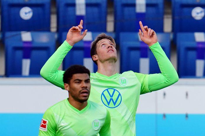 Wout Weghorst viert zijn goal.