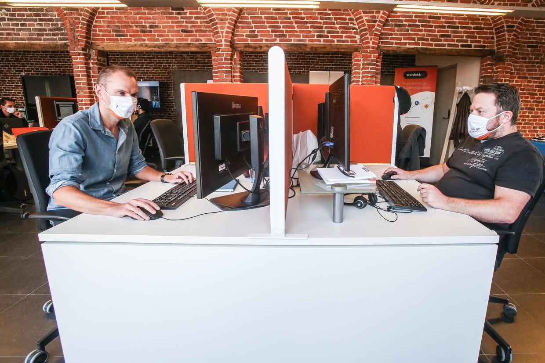 Mondmaskers op de werkvloer. Beeld Photo News