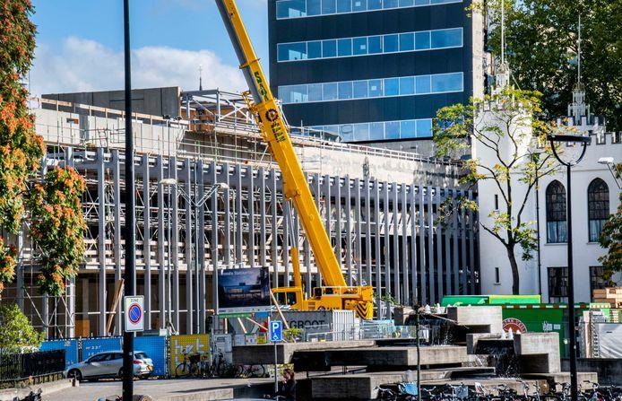 De renovatie van het stadhuis: een van de projecten waar het budget flink wordt overschreden.