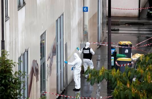 La scène du crime, près de la fresque dédiée aux victimes de la rédaction de Charlie Hebdo