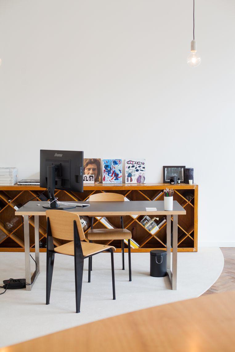 Soberheid troef in het kantoor van artdirector Inge Gelaude. Beeld null