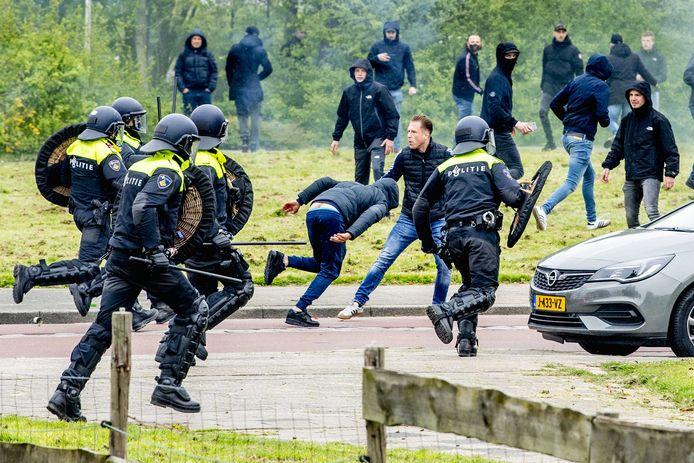 Ongeregeldheden voorafgaand aan de laatste training in aanloop naar de Klassieker tussen Feyenoord en Ajax.
