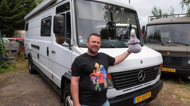 Ruth bouwde alles in camperbus zelf en reist er door heel Europa mee: 'Het is mijn lust en mijn leven'