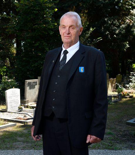 Jan werkt al 50 jaar op een begraafplaats en begroef 5750 mensen: 'Soms sta ik zelf óók te huilen'