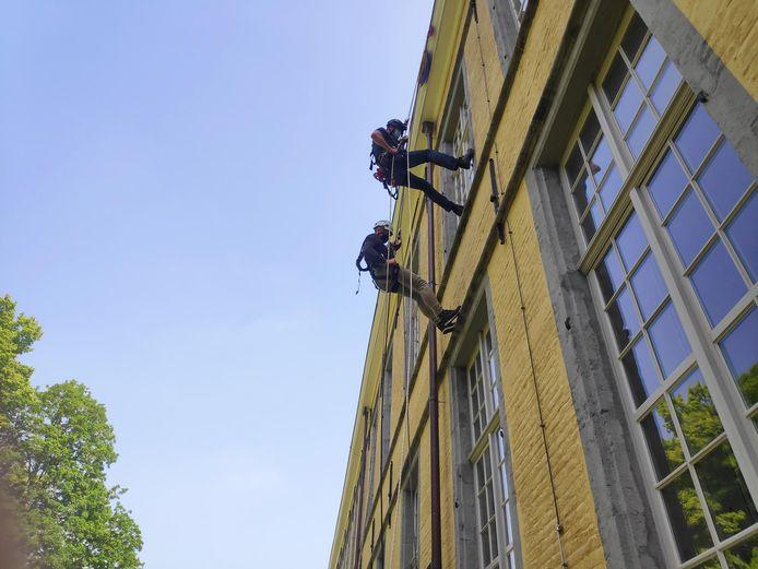 Vlaams minister van Erfgoed Matthias Diependaele daalde voor de gelegenheid af van het dak van de abdij.