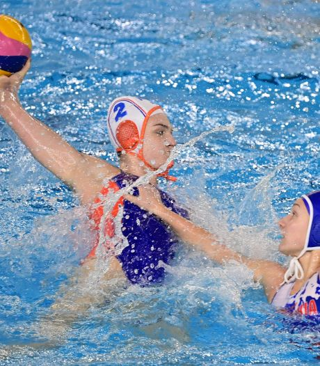 Waterpolosters rollen Slowakije op in kwalificatietoernooi