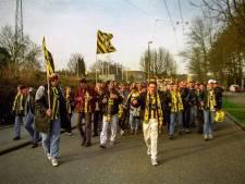 Vitesse-spelers onthalen fans na 'seizoenkaarten-tocht'