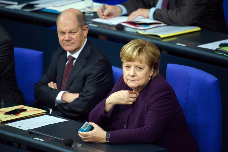 Olaf Scholz en Angela Merkel.