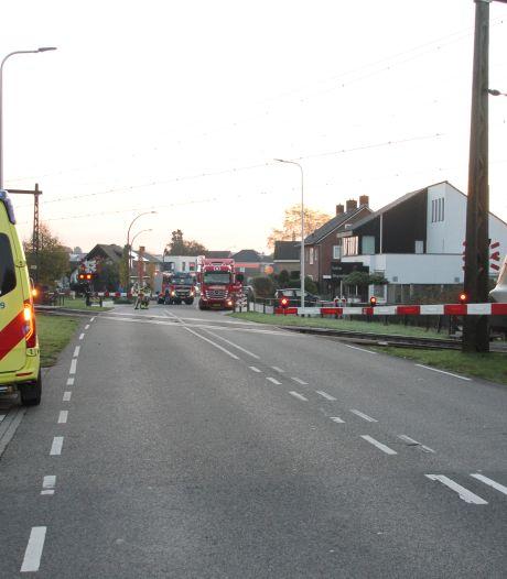 Trein botst op vrachtwagen: treinverkeer tussen Deventer en Almelo hervat