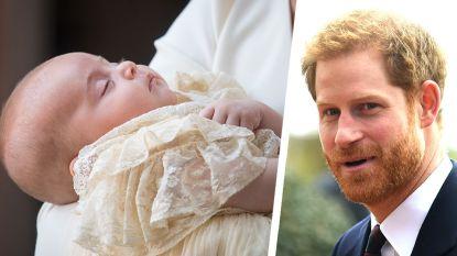 Prins Harry geeft prins Louis boekje van 8.500 euro cadeau
