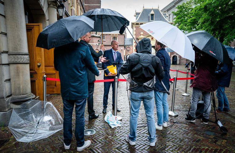 Minister Stef Blok van Buitenlandse Zaken spreekt op het Binnenhof met de pers.  Beeld ANP