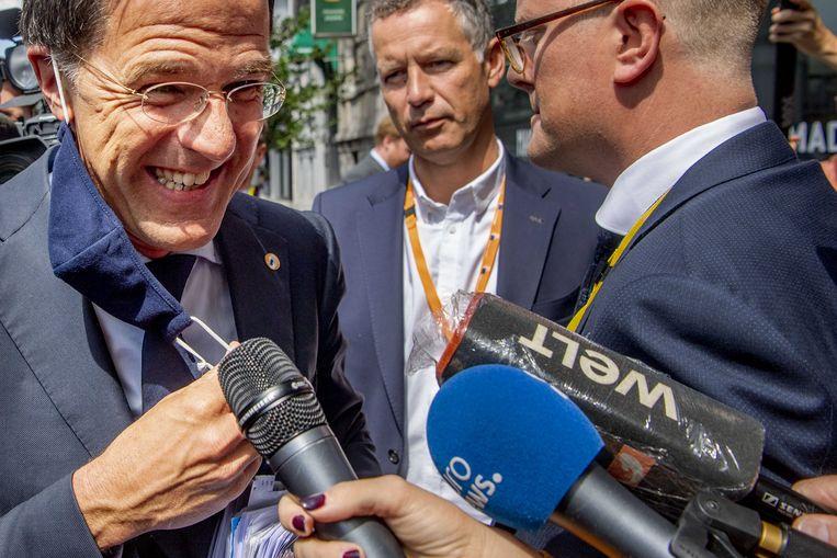 Minister-president Mark Rutte vertrekt maandag bij zijn hotel voor de hervatting van de EU-top over het Europees herstelfonds.  Beeld ANP