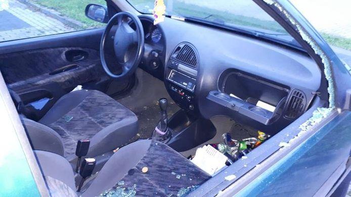 Bij meerdere auto's in Hardenberg werd eerder dit weekend een raam vernield.