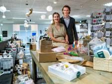 Bas (32) en Ayleen (25) bieden ondernemers werkplek én collegiale gezelligheid in hartje Heeten