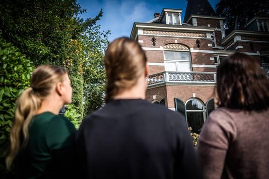 Donorkinderen bij de voormalige vruchtbaarheidskliniek in Oosterbeek.