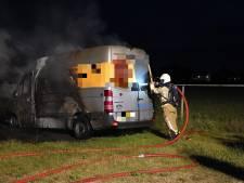 Brand op camping Linberg Park in Molenschot: busje in vlammen