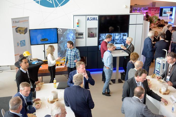 Tijdens High Tech Next presenteerden bedrijven op de campus, waaronder ASML, zichzelf.