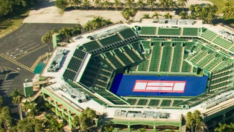 Het tennisstadion van Miami met het witte hardcourt. Beeld Screenshot Miami tennis cup