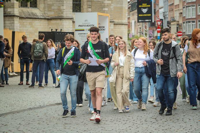 Stilaan zijn ook weer de eerste sjerpen van studentenclubs te zien.