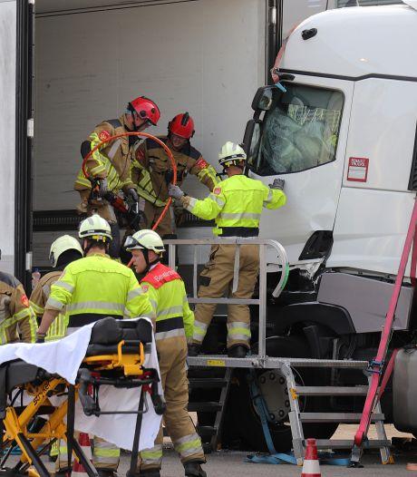 Traumaheli landt voor beknelde vrachtwagenchauffeur bij bedrijf in Waalwijk