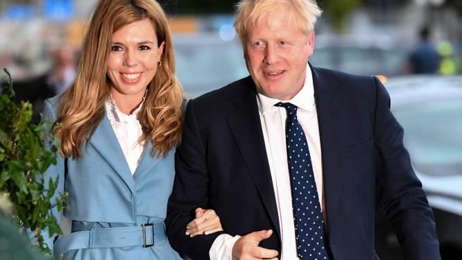 Boris Johnson ontkent dat hij journaliste onder tafel betastte