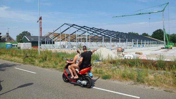 De megastal aan de Schuifelenberg is al in aanbouw. Deze foto is in augustus gemaakt.