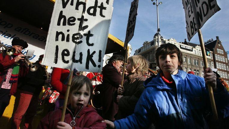 Huurders in Amsterdam protesteerden enkele jaren geleden tegen huurverhogingen, thans gaat de strijd om huurbescherming. Beeld anp
