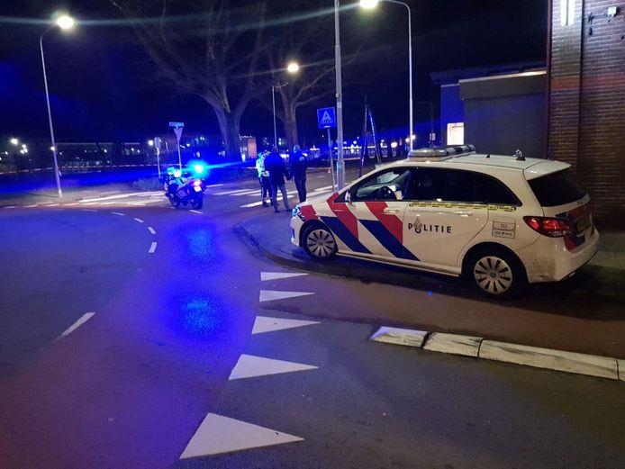 De politie in Aalten na de steekpartij.