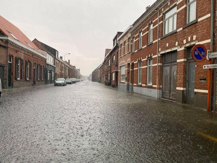 De Stationstraat in Sint-Gillis-Waas stond ook volledig blank.