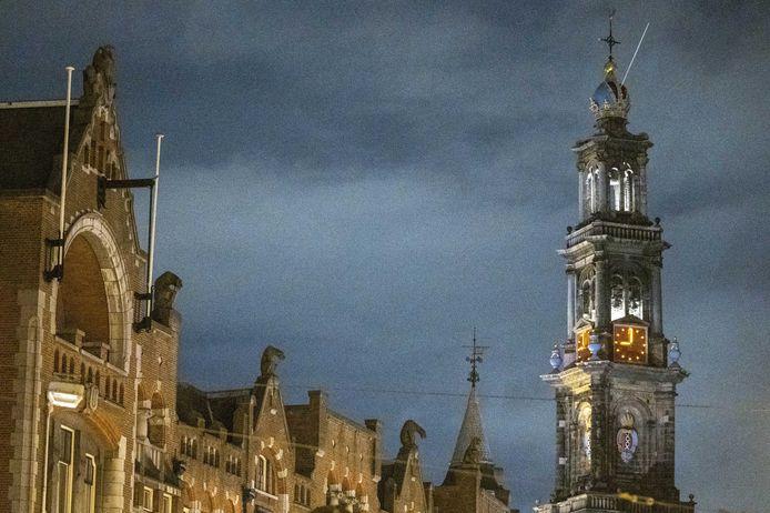 De Westerkerk geeft 21.00 uur aan.