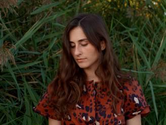 Een fee in The Big Apple: Sint-Niklase singer-songwriter Evelyn Cools brengt Nederlandstalige muziek uit in New York