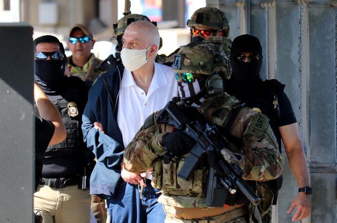 Eduardo Arellano Felix wordt aan de grens aan de Mexicaanse autoriteiten overgedragen.