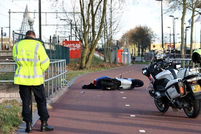 Scooterrijder gewond in Enschede, de F35 is tijdelijk afgesloten