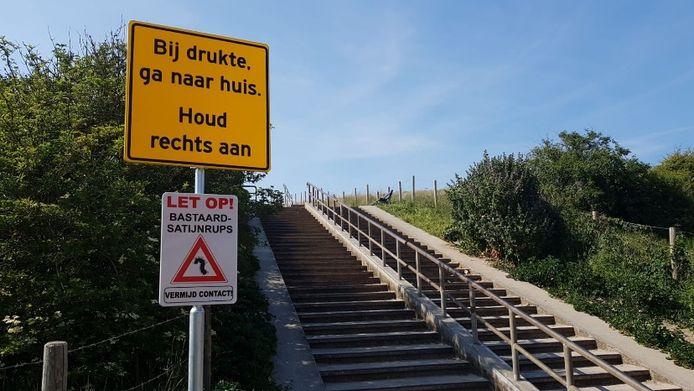 Vorig jaar werd een waarschuwingsbord geplaatst bij de duinen.