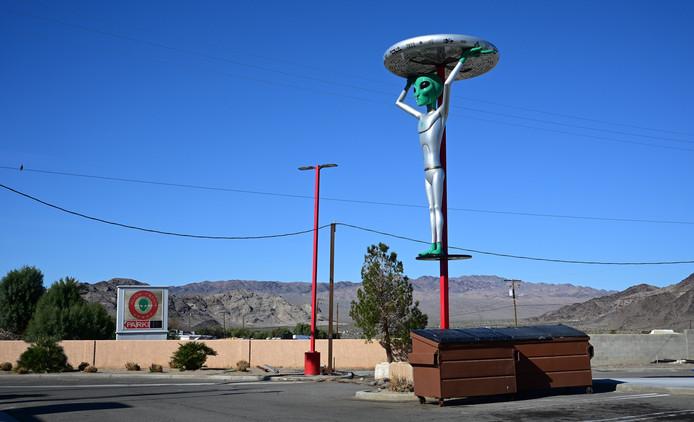 In omliggende stadjes en gehuchten van Area 51 is al jaren sprake van een kleinschalige Alien-industrie.