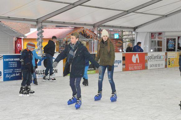 De schaatspiste op het Twijnsterplein. Dit jaar verhuist de piste naar het Niniaplein.