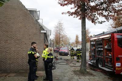Brandweer blust brand in woning in Terheijden