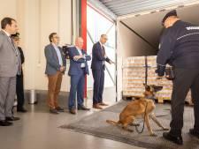 """""""Levende slangen, drugs, nepkleding… hier onderscheppen we alles"""": Nieuwe grenscontrolepost in Gentse haven geopend"""