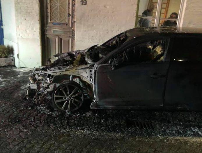 De wagen van Simon Lamont brandde zaterdagavond uit. Het gaat met zekerheid om brandstichting, bevestigt het parket van Brugge.