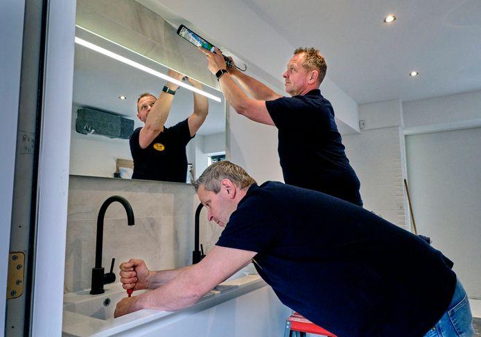 De Dordtse Marcel en Ronald Auerbach zijn bekend van het tv-programma 'Help, mijn man is klusser!'. In het dagelijks leven hebben verbouwen ze badkamers en toiletten.
