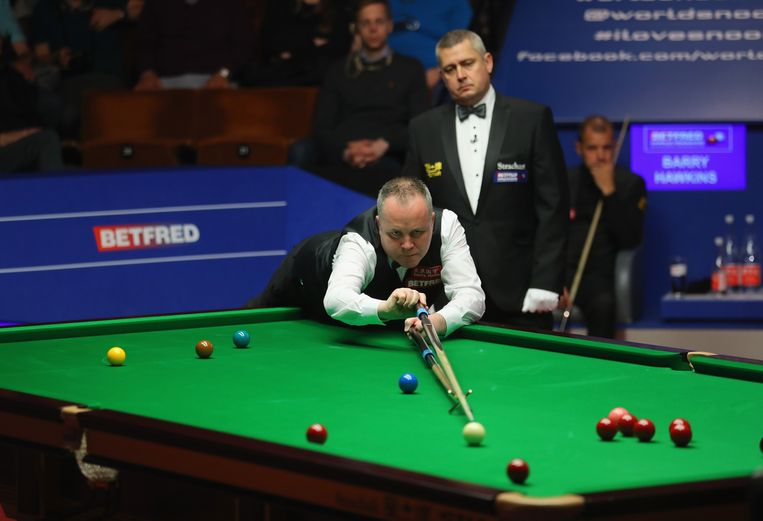 John Higgins in zijn halve finale tegen Barry Hawkins. Beeld Getty Images,