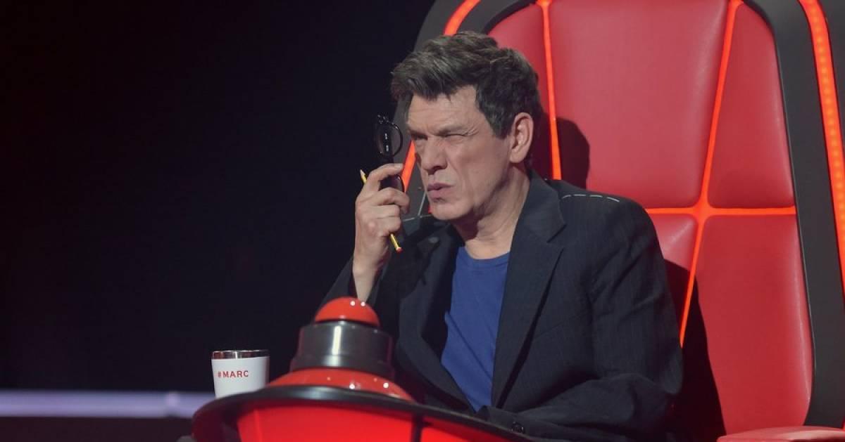 """Marc Lavoine explique (enfin) pourquoi il utilise ses lunettes d'une étrange manière dans """"The Voice"""" - 7sur7"""